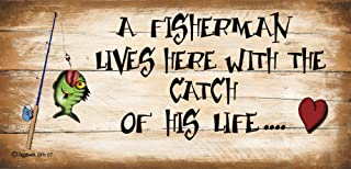 Gigglewick Gifts Shabby Chic Wooden Funny Sign A Fisherman Lives Here with The Catch of His Life 07