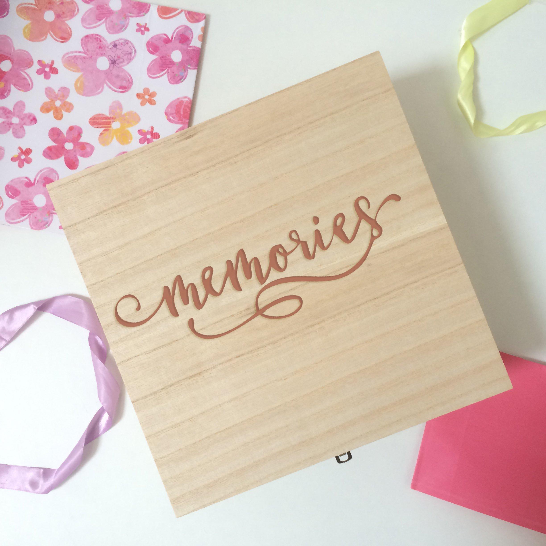 Caja de recuerdos, caja de recuerdos, Parejas caja de recuerdos, bebé Memory Box, caja de madera, tamaño grande 32 x 32 cms: Amazon.es: Hogar
