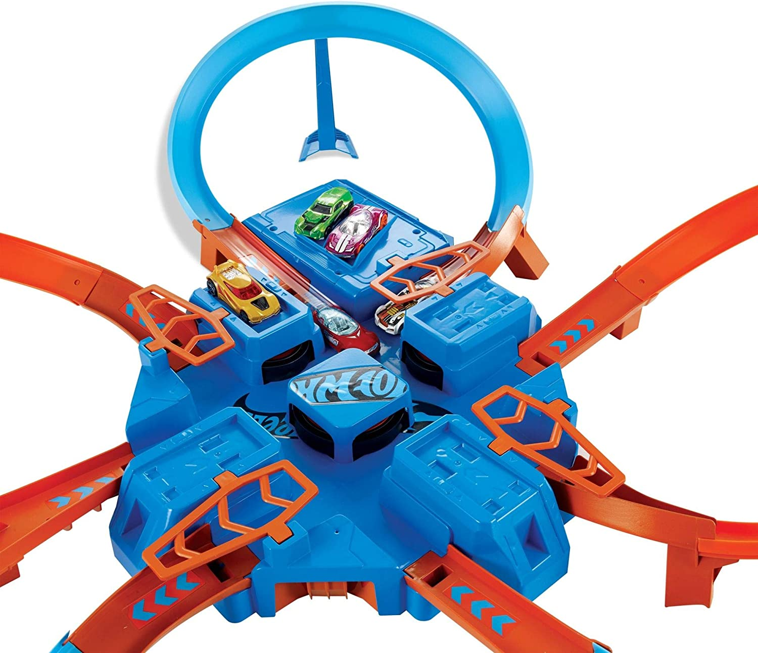 Pack of 12 Appearance may vary Hot Wheels DTN42 Criss Cross Crash Playset with One Die-Cast Car /& Basics D Cell 1.5 Volt Everyday Alkaline Batteries