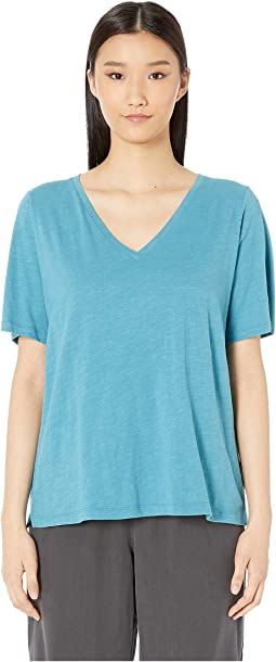Slubby Organic Cotton Jersey V-Neck Short Sleeve Tee w/ Side Slits