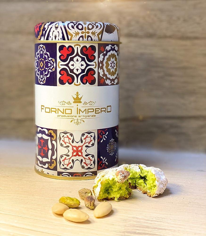 Pistacchiotti,biscotti di mandorla al pistacchio, pasticcini di mandorla, prodotti tipici siciliani
