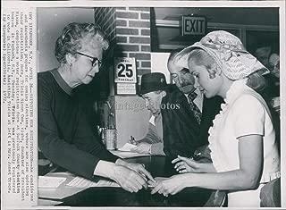 Vintage Photos 1972 Tricia Nixon Cox Yaphank New York Voter Registration Election Wirephoto 6X8