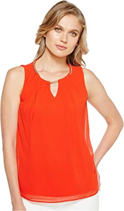 Sleeveless Pleat Top with Chain