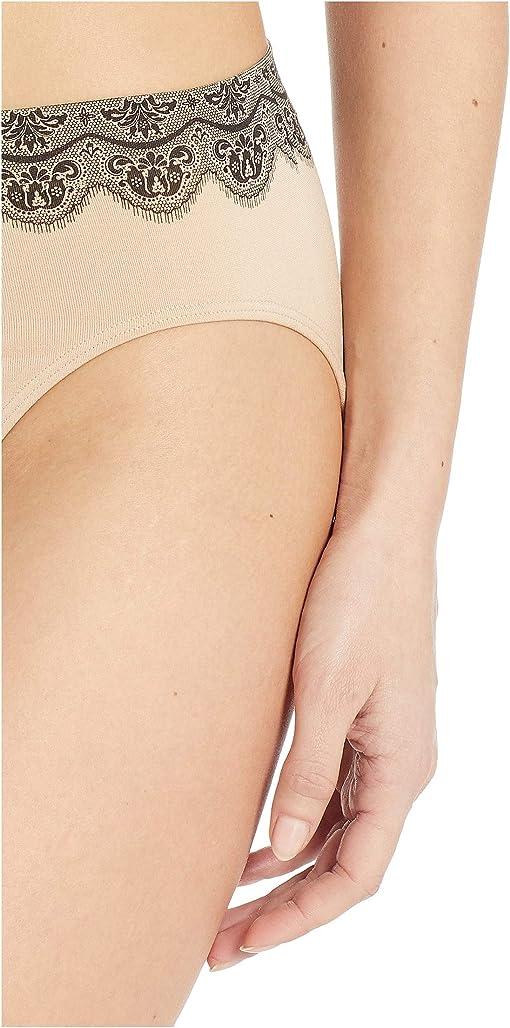 Nude/Black Lace