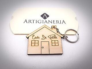 ArtigianeriA - Portachiavi in legno a forma di casa, personalizzato con testo a scelta. Incisione realizzata a laser in It...