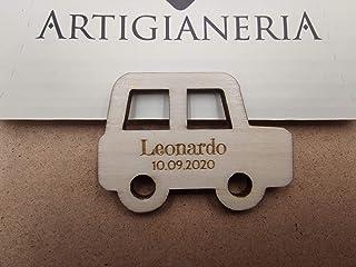 Artigianeria - Set di n°20 (o più) pezzi. Macchinina in legno personalizzata con nome e data. Ideale come bomboniera o seg...