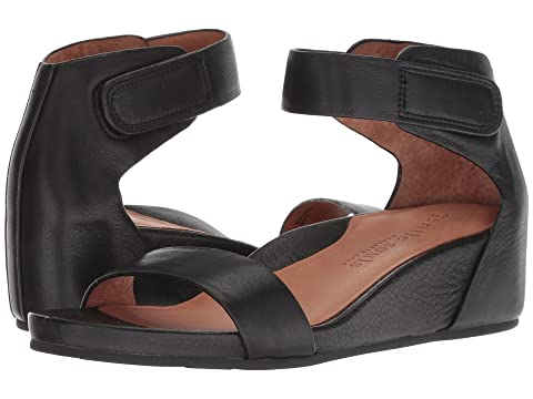 GENTLE SOULS BY KENNETH COLE Gianna, Black