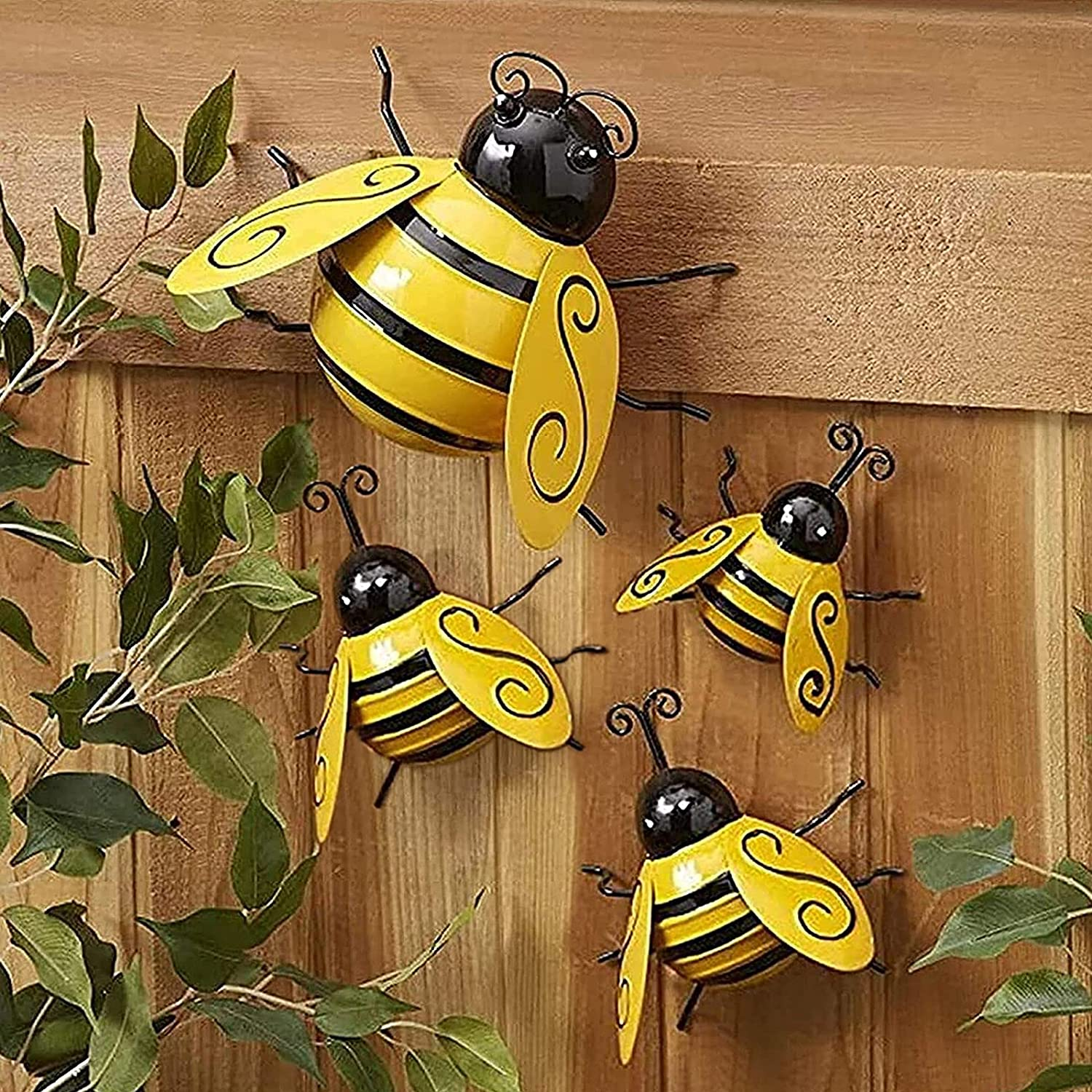 Becizy 4 Pack Metal Bee Wall Decor Outdoor Garden Fence Decor, 3D Bumble Bee Wall Art Decoration, Iron Bee Wall Art Sculpture Hanging for Home, Living Room, Patio, Office, Porches, Yard, Lawn