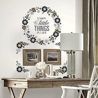 ملصقات جدارية عملاقة بمقولة إكليل زهور من RoomMates مع زخرفة زهور معدنية