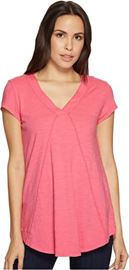 Slub Jersey Seamed V-Neck Tee with Shirttail Hem