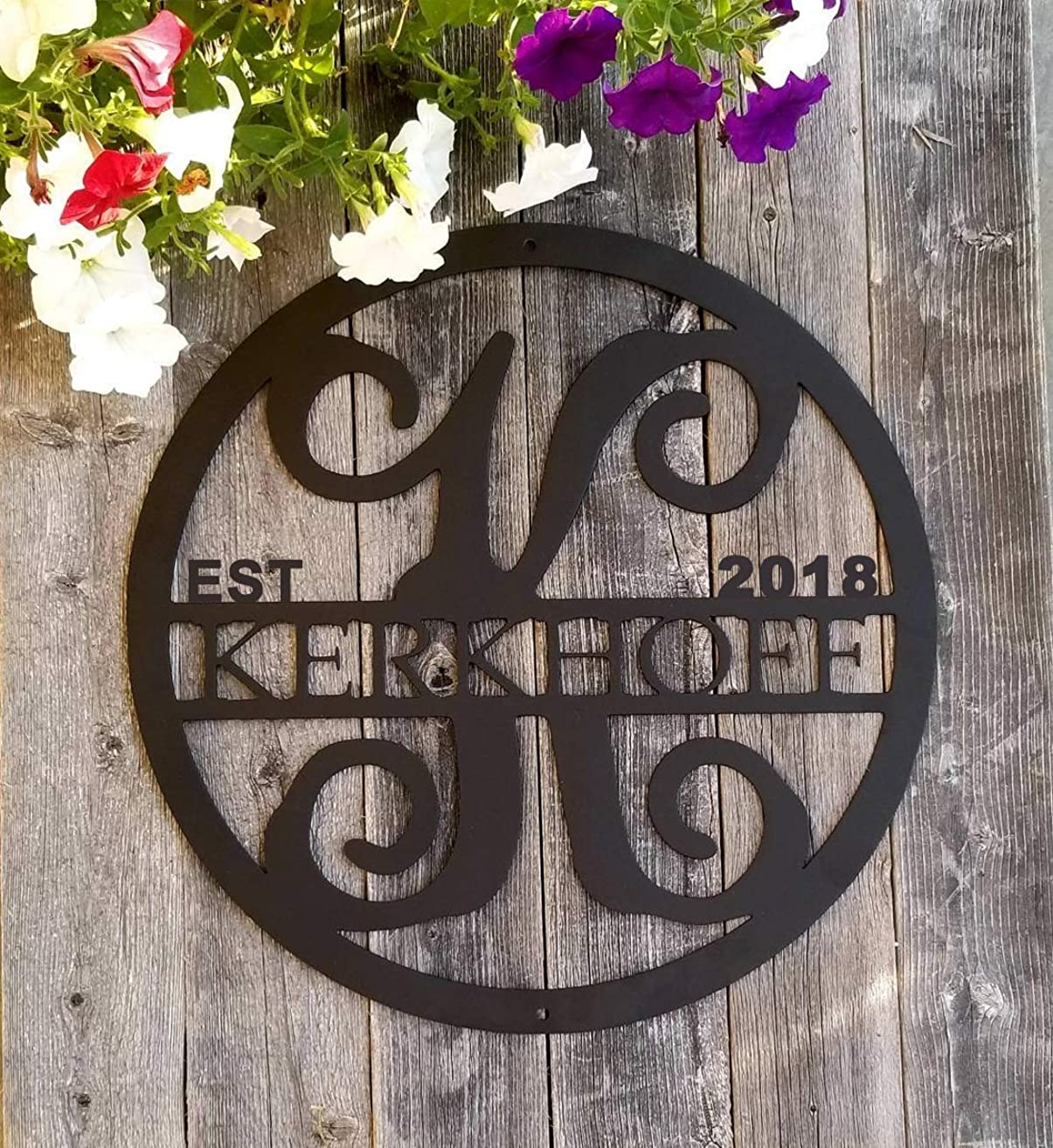 Personalized Monogram & Last Name Sign, Custom Initial Door Hanger Circle Family Established Metal Signs for Vine Room Decor Wall Art