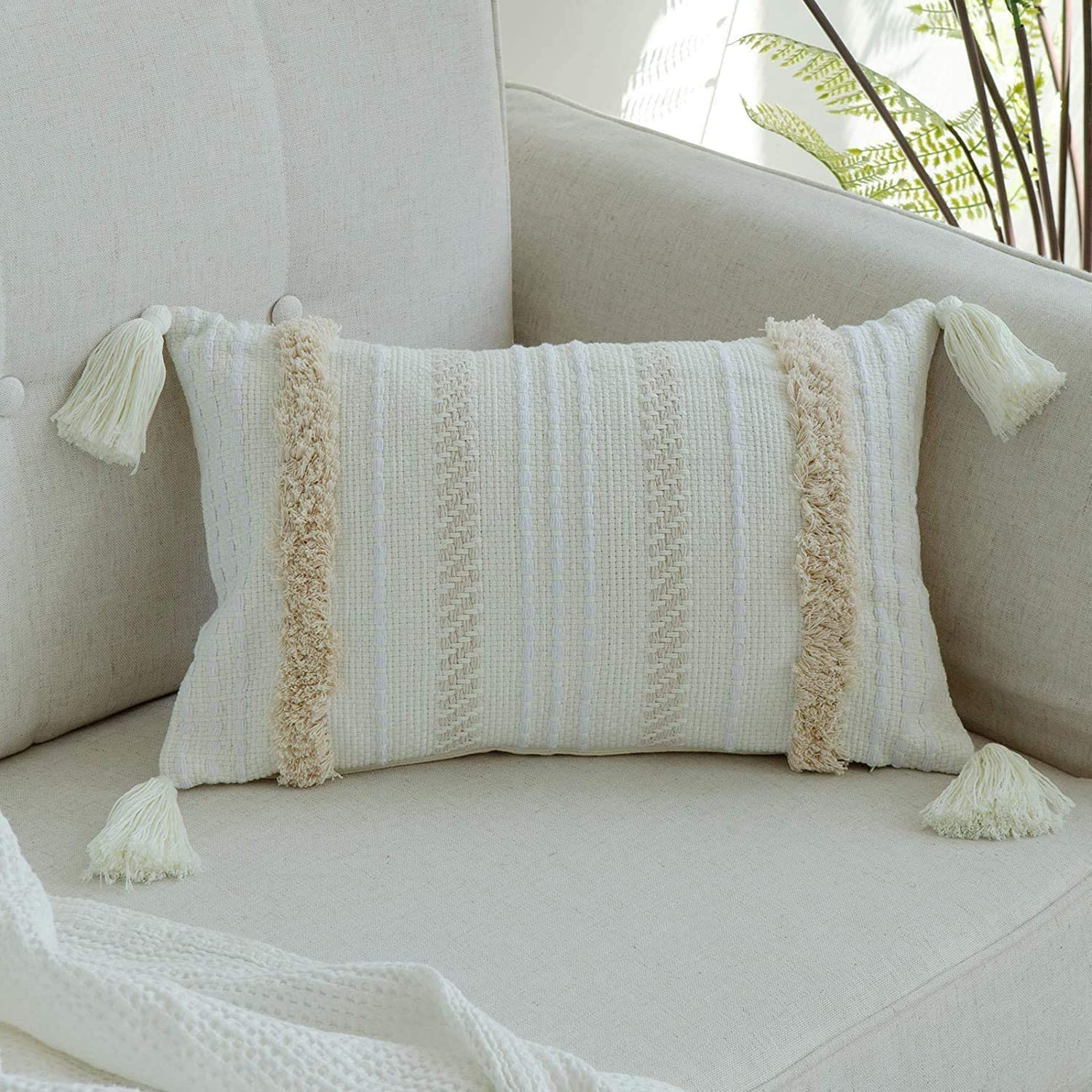 Decorative Throw Pillow Cover for Sofa Soft Boho Pillowcases with Invisible Zipper for Bedroom Livingroom Couch Farmhouse MeMoreCool Cushion Covers Home Decor Tasseled Pillow Case 30x50cm