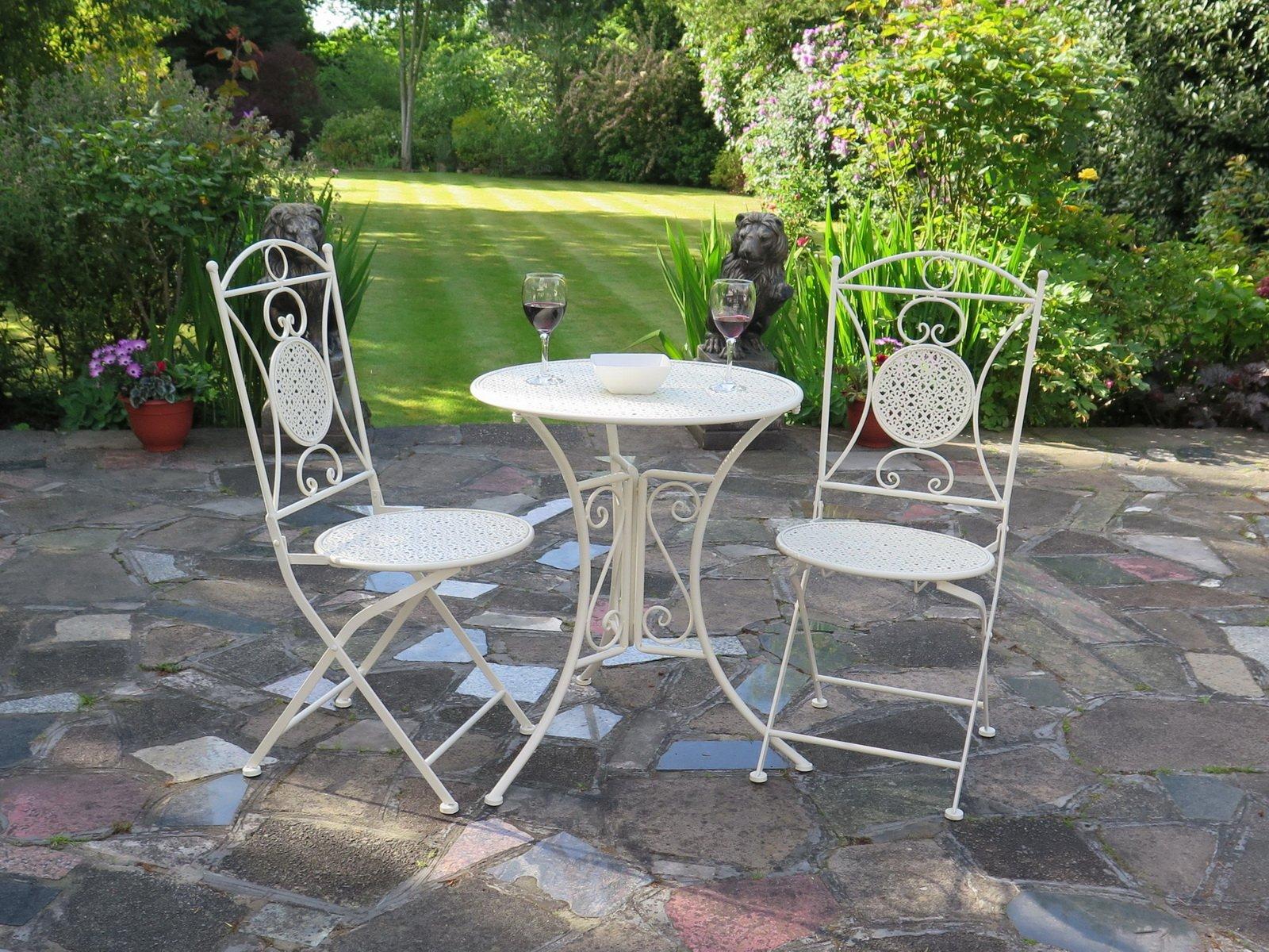 Juego de muebles de jardín de estilo francés, incluye 1 mesa metálica y 2 sillas de color crema (GF01C+GF02C): Amazon.es: Hogar