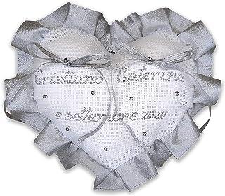 Crociedelizie, Cuscino fedi portafedi ricamato a puntocroce con nomi sposi nozze d'argento argentato anniversario 25esimo ...