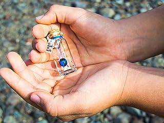 El mundo es nuestro. Mensaje en una botella. Miniaturas. Regalo personalizado. Divertida postal motivación.