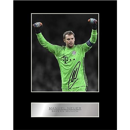 Amazon De Robert Lewandowski Signiertes Foto Mit Passepartout Mit Bayern Munchen Fc 01 Motiv