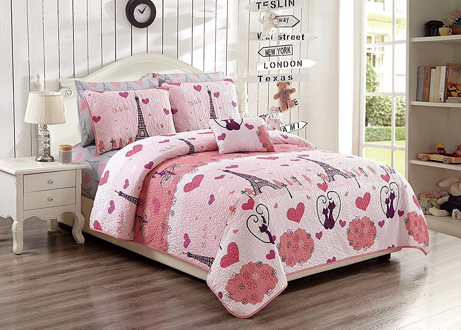 Elegant Home Paris Eiffel Tower Bonjour Design Pink White Printed Reversible Cozy colorful 4 Piece Quilt Bedspread Set with Pillowcases and Decorative Pillow for Kids Girls (Full Queen)