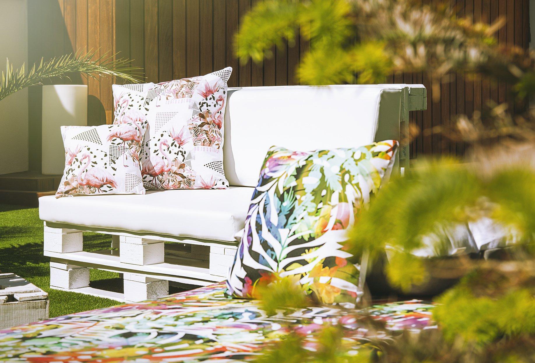 SUENOSZZZ-ESPECIALISTAS DEL DESCANSO Sofa PALETS Madera para Jardin sin Barniz con colchonetas de Polipiel Color Blanco. Palets Europeos con Respaldo y Asiento: Amazon.es: Jardín