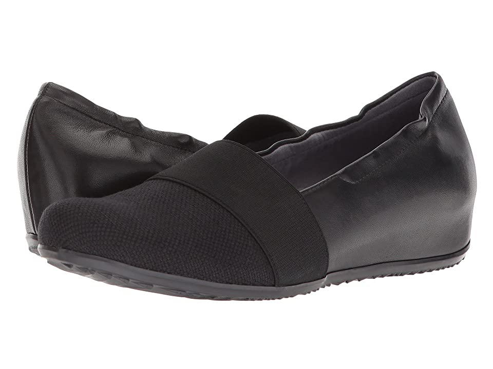 SoftWalk Wonder (Black Linen/Leather) Women