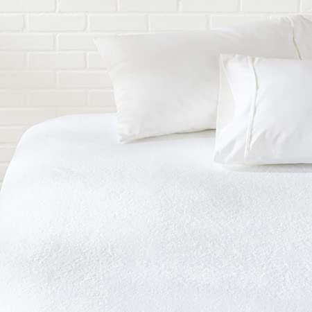 """AmazonBasics Hypoallergenic Vinyl-Free Waterproof Mattress Protector, Full (54"""" x 75"""" - Suitable for Queen/Double Bed, White)"""