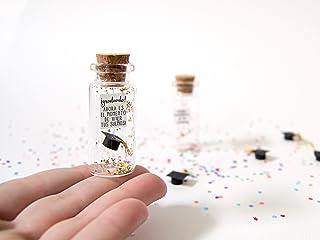 ¡Graduado! Enhorabuena. Divertida postal de Graduación. Mensaje en una botella. Miniatura.