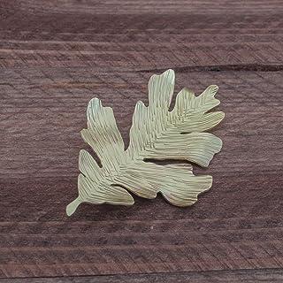 Broche hoja de roble en color dorado, complemento para abrigos, pañuelos y jerseys.