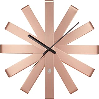 UMBRA Ribbon Clock. Horloge murale silencieuse Ribbon, en métal, coloris cuivré. Dimension : 31cm de diamètre x 5.7cm d'ép...