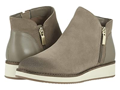 SoftWalk Wesley (Stone Suede) Women