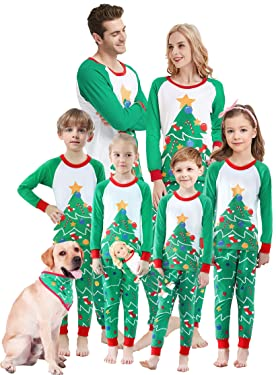 Juego de pijamas familiares de Navidad que hace juego para niños y niñas con diseño de árbol