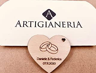 Artigianeria - Set di n°10 (o più) pezzi. Cuore in legno con fedi personalizzato con nomi e data. Ideale come bomboniera o...