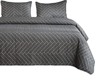 Wake In Cloud - Gray Quilt Set, Chevron Herringbone Geometric Modern Pattern Printed on Grey, 100% Cotton Fabric with Soft Microfiber Inner Fill Bedspread Coverlet Bedding (3pcs, King Size)