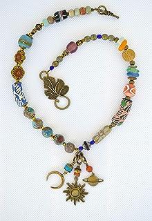 Collana boho realizzata a mano con colori e con sole, luna e saturno. Regali per le donne