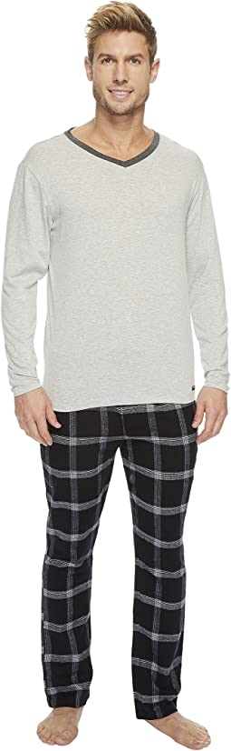 Kenneth Cole Reaction - V-Neck & Flannel Pants Set