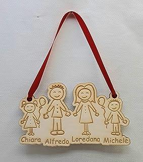 Decorazione natalizia in legno personalizzata con famiglia stilizzata
