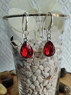 Pendiente de Plata y cristal de roca en color rojo con un diseño elegante.