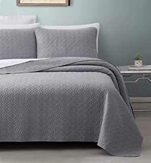 SuperBeddings Titan Prewashed 3-Piece Quilted Quilt, Coverlet & Bed Cover Set, Stitched Pattern, Solid Color, Soft Microfiber w/ 100% Cotton Filling Bedspread (Queen, Light Gray)