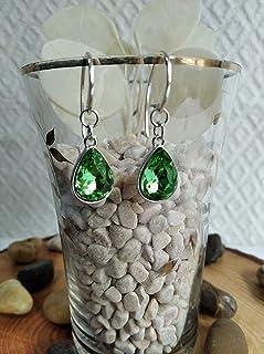 Pendiente de Plata y cristal de roca en color verde oliva con un diseño elegante.