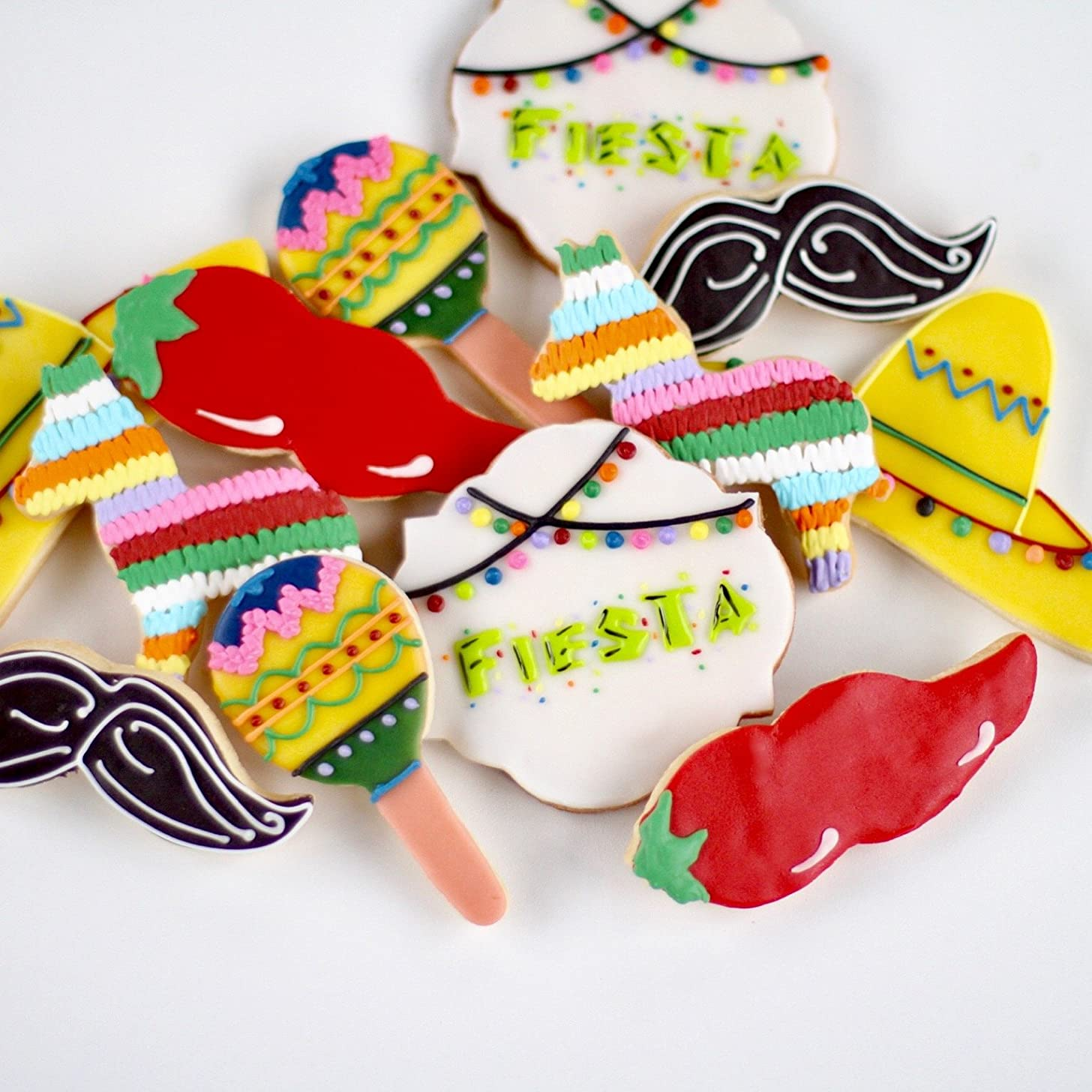 ? Dz. Its a FIESTA Cookies! Spice it up with Maracas and Chili Peppers Cookies! Mexican, Cinco De Mayo, Baby Shower, Fiesta Birthday Theme Party Favors!