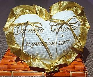 Crociedelizie, Cuscino fedi portafedi ricamato a puntocroce con nomi sposi nozze d'oro dorato anniversario 50esimo cinquan...