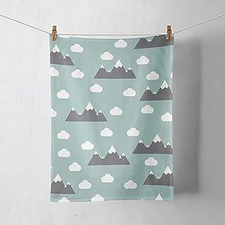 Paño de cocina en verde con diseño de montañas y nubes
