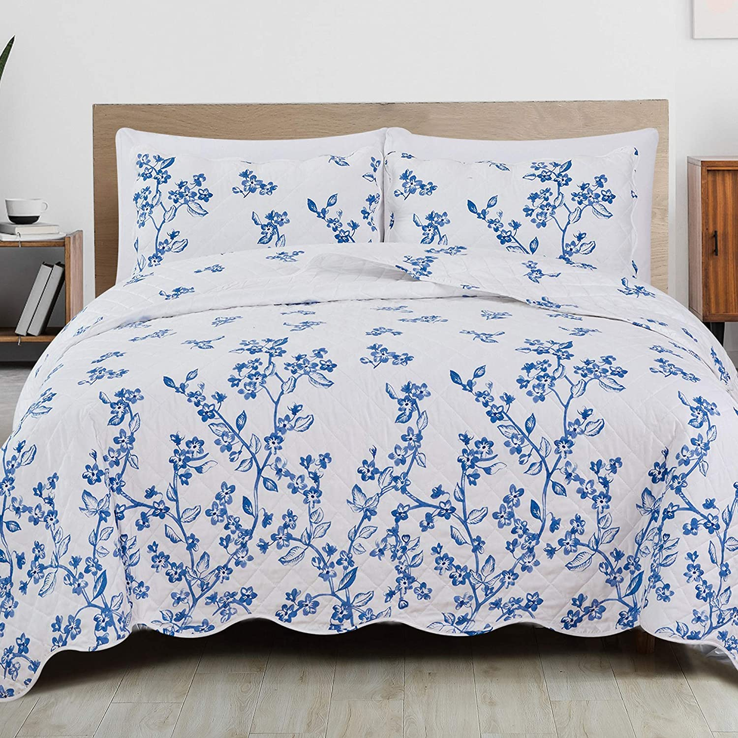 3-Piece Brand new Reversible Quilt Set with Shams. Special price for a limited time Microfiber All-Season B