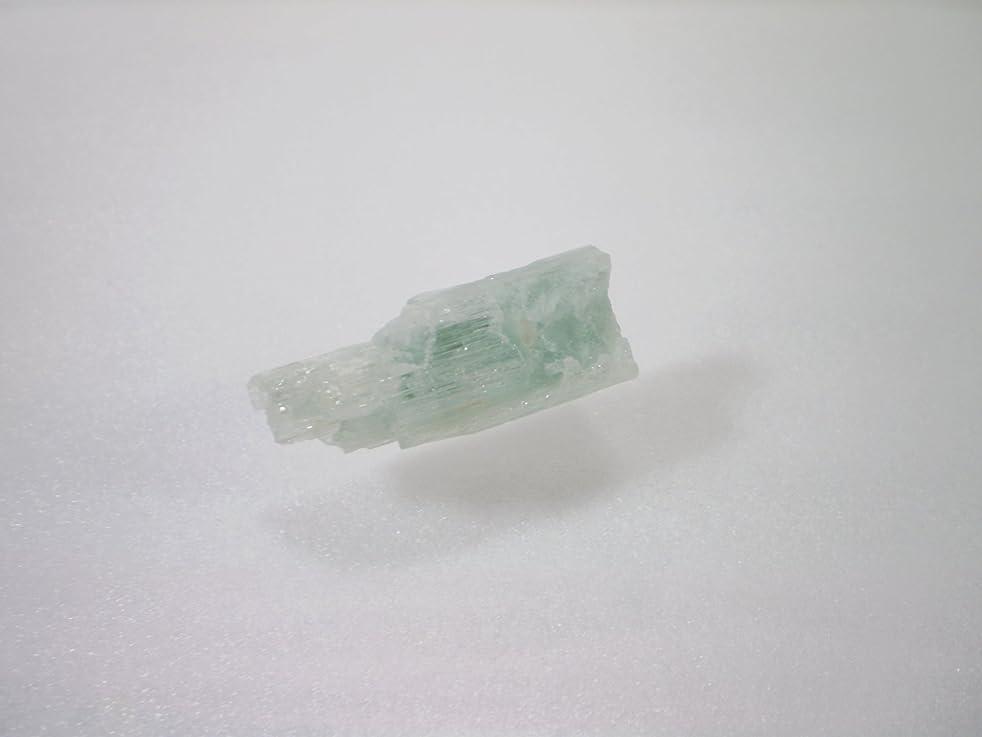 優雅褒賞兵士アクアマリン (藍玉、らんぎょく)原石 結晶石【30】