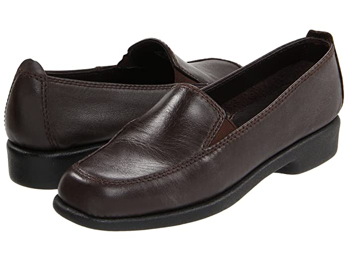 1940s Style Shoes, 40s Shoes Hush Puppies Heaven Dark Brown Leather Womens Flat Shoes $69.95 AT vintagedancer.com