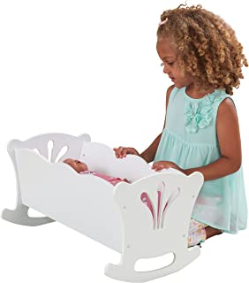 KidKraft 60101 Lil' Doll houten wieg met roze beddengoed, slaapkamermeubelaccessoire voor poppen van 45 cm/18 inch, wit