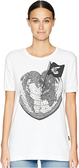 Classic T-Shirt Heart World Print