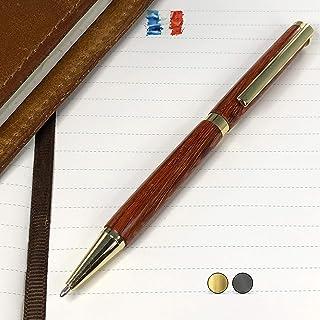 Penna in legno di Padouk, prodotta artigianalmente in Francia. Possibilità di incisione personalizzata. Confezione regalo ...