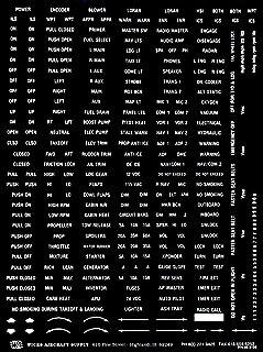 Variedade de placas de aviação, letras claras em fundo preto