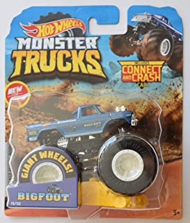 Hot Wheels Monster Jam 1:64 Scale Bigfoot 19/50 Giant Wheels Includes Connect and Crash car