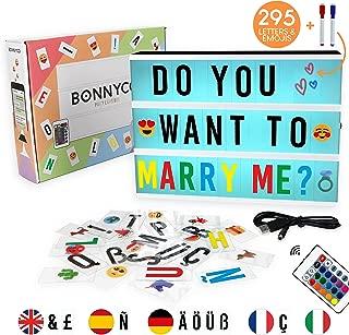 Caja de Luz A4 16 Colores con 295 Letras y Emojis, Mando, 2 Rotuladores – BONNYCO |Ñ y Ç | Cartel Luminoso LED, Ideal para Decoración y Regalo Original para Niñas, Niños en Cumpleaños, Navidad