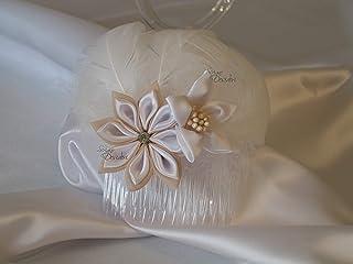 Pettinino da sposa con decori kanzashi e piume, fiori fra i capelli